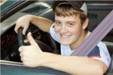 jongeren, autoverzekering, auto, rijden, ongeluk