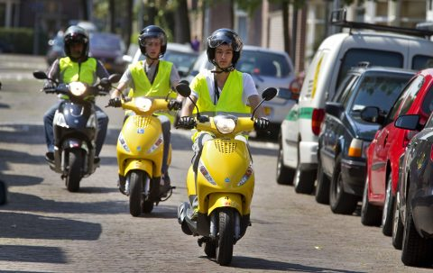 Brommerles, rijschool SnelWeg, scooterles, De Snelheid