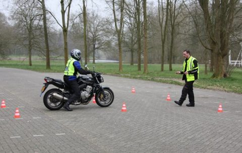 motorrijles, rijschool Viatura