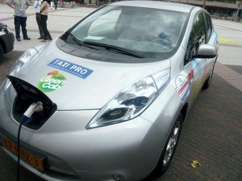 Nissan Leaf, lesauto, opladen, VerkeersPro.nl