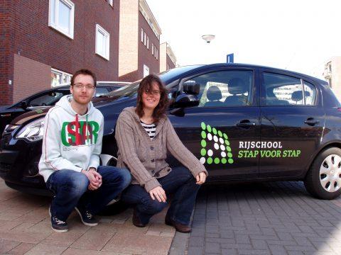 Rijschool Stap voor Stap: oud-leerling Niels Tieman en rijschoolhouder Linda Laene