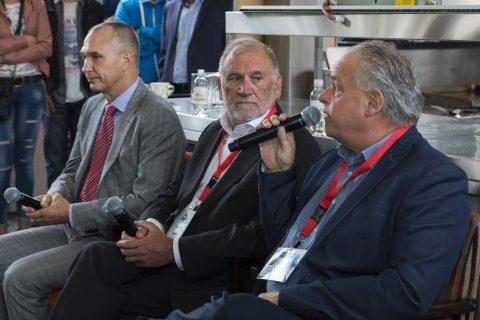 Peter van Neck (midden)