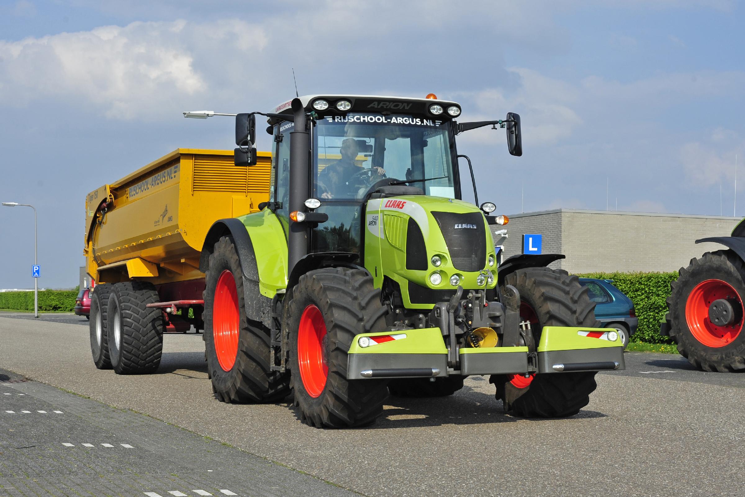 https://www.rijschoolpro.nl/wp-content/uploads/2016/09/20140422-vakdag-Landbouwverkeer-politie-Lelystad-013-2x3-Hero-Dijkema.jpg