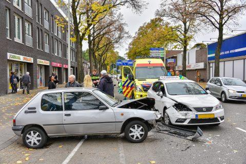 Ongeval met lesauto in Tilburg. Foto: Jules Vorselaar / JV Media