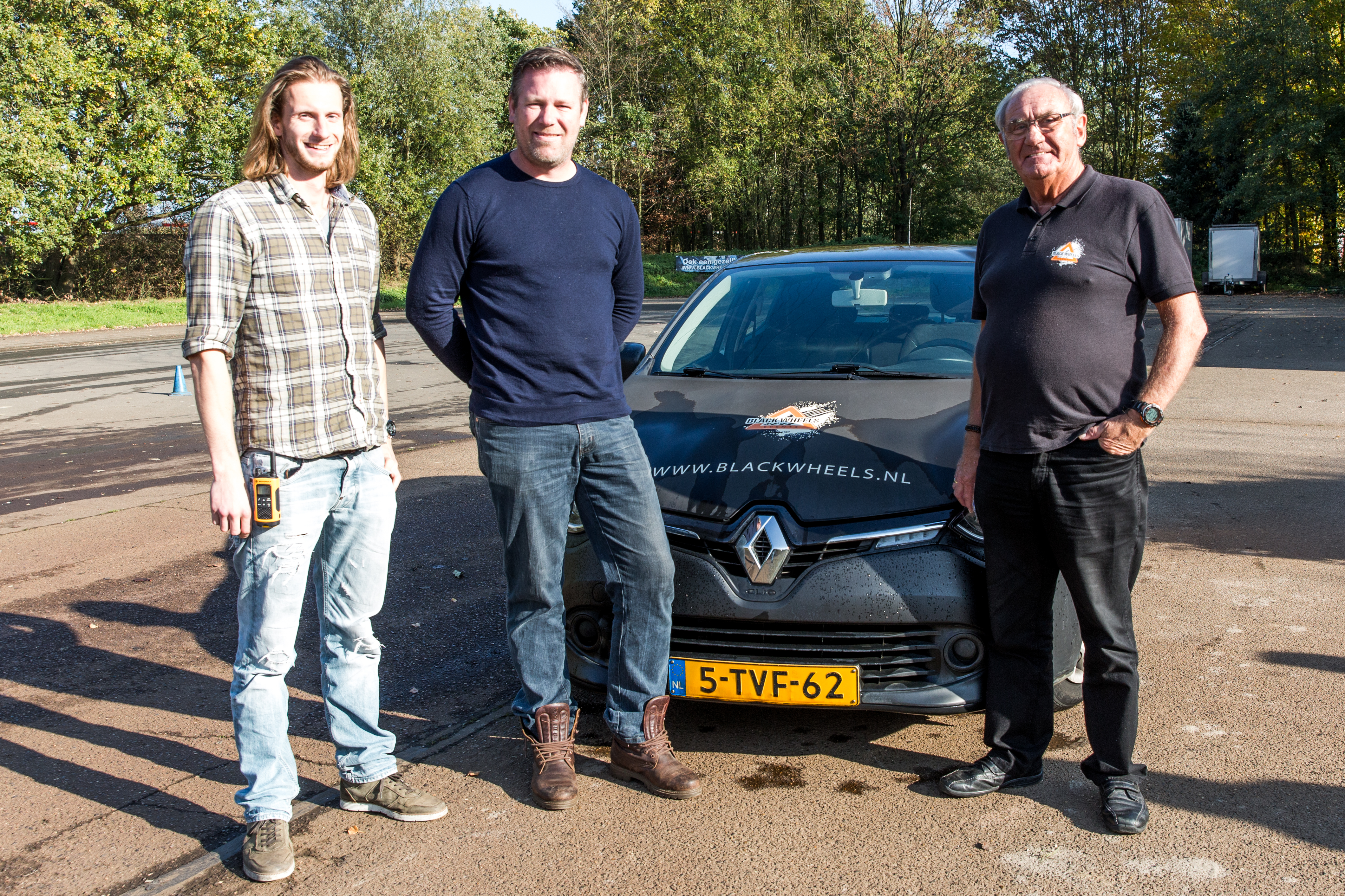 V.l.n.r.: instructeur Cas Scharn, eigenaar Joost van ElstV.l.n.r.: instructeur Cas Scharn, eigenaar Joost van Elst van Black Wheels en instructeur Cees van de Loo. foto Janny Mallee van Black Wheels en instructeur Cees van de Loo.