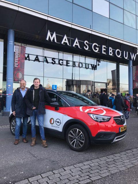 Feyenoord lesauto van Opel in samenwerking met Veronica Verkeersschool