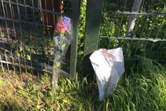 Bloemen op plaats van ongeluk in Bussum. foto Duco Scholtanus