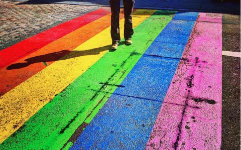 Regenboogzebrapad. Flickr/claudia.rahanmetan