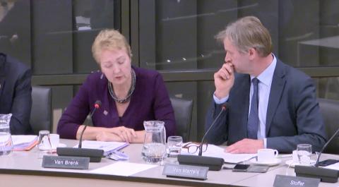 Van Brenk (50PLUS) en Von Martels (CDA) bij het debat over het CBR in de Tweede Kamer