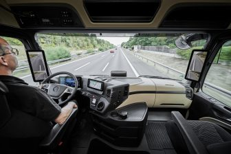 Mercedes Actros met camera in plaats van spiegels. foto Mercedes-Benz