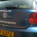 Doeslief sticker op de lesauto