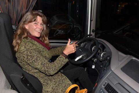 vrouw vrachtwagenchauffeur